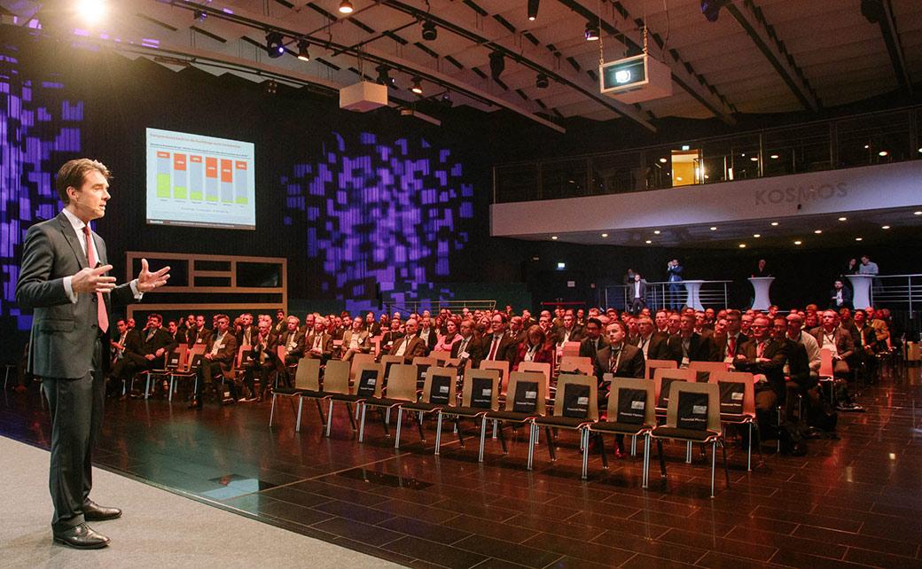 Martin Lück, Leiter Kapitalmarktstrategie von Blackrock, wagt in seinem Vortrag auf dem 15. Financial Planner Forum den Marktausblick auf das Jahr 2020.
