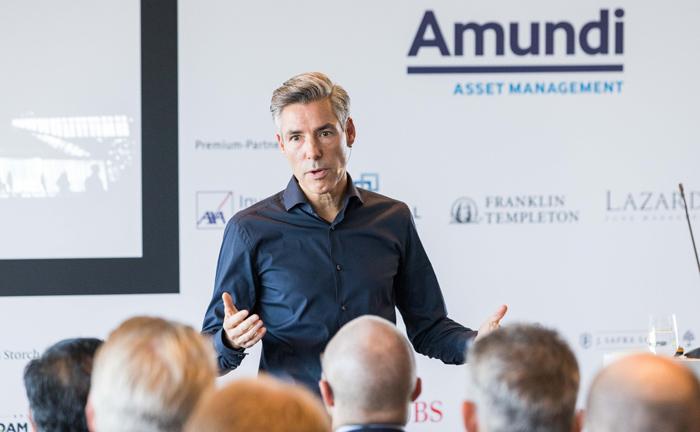 Key-Note-Speaker Frank Asmus eröffnete mit seinem Vortrag den 19. private banking kongress in Hamburg.