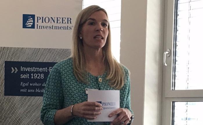 Saskia Bernhardt von Pioneer Investments begrüßt die Gäste des 6. Vermögensverwaltertages