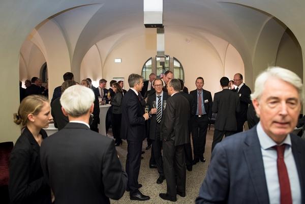 Gäste des Private Banking Gipfels beim Smalltalk