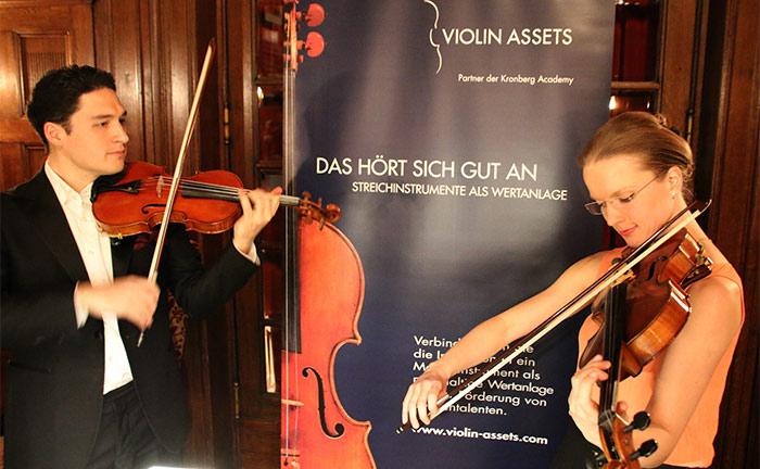 Liisa Randalu (Viola) und Erik Schumann (Violine) vom preisgekrönten Schumann-Quartett eröffneten den Abend mit malerischer Streichmusik.