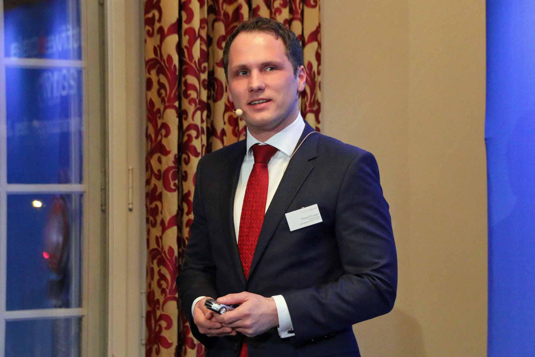 Florian Prucker von Scalable Capital stellt sein Unternehmen und dessen Angebot vor