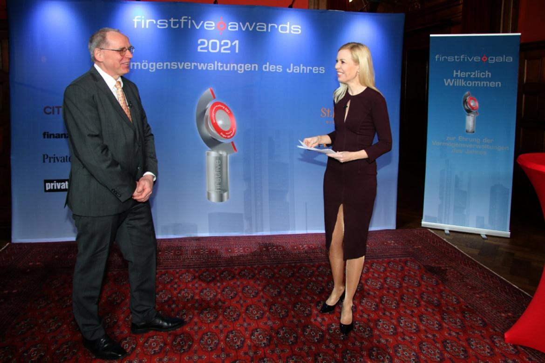 Moderatorin Antje Erhard und Firstfive-Vorstand Jürgen Lampe führten die Streaming-Zuschauer durch die Galaveranstaltung.