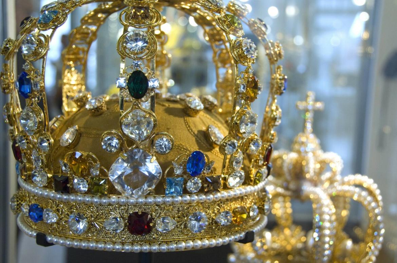 Nachbildung einer Krone im Amsterdamer Diamant-Musuem: Ein lebendiger lila-rosa Edelstein mit 14,83 Karat wurde 2020 für 26,6 Millionen US-Dollar bei Sotheby´s versteigert.