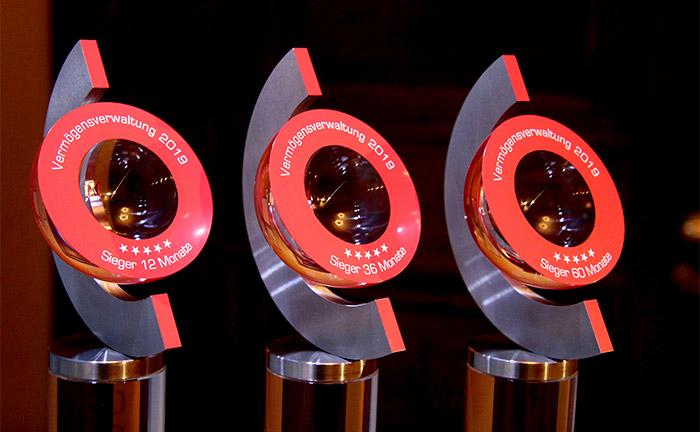 Begehrte Trophäen: Die Firstfive-Awards 2019 für die besten Vermögensverwaltungen.