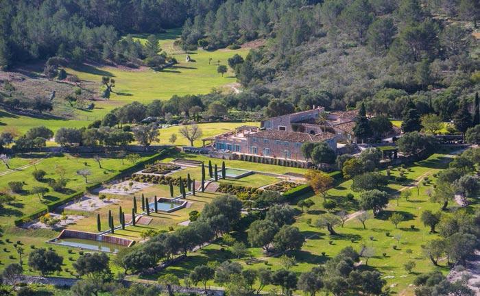 Mit einer Fläche von rund 296 Hektar zählt Son Sastre zu den größten Posesiones auf Mallorca. Mehrere Brunnen gewährleisteten die Wasserversorgung.