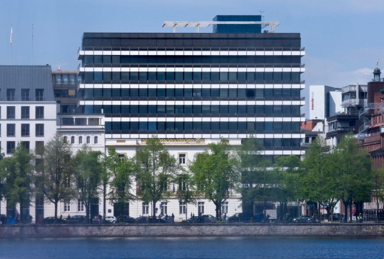 Hauptsitz der Berenberg Bank an der Hamburger Binnenalster: Die Privatbank plant im dritten Quartal 2020 den Ausbau ihrer ESG-Produktpalette.