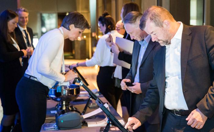 Gäste registrieren sich per Touchpad.