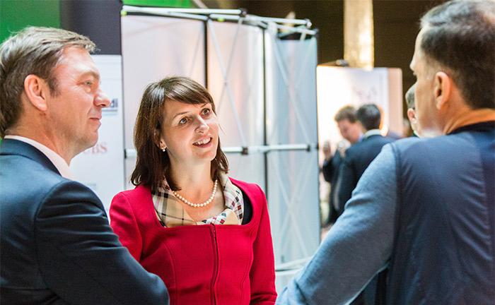 Manuela Lindl (M.), Partnerin bei M+W Financial Partners im Gespräch