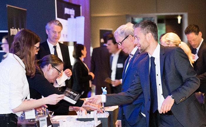 Das Organisationsteam des private banking kongress begrüßt die Gäste zur 15. Auflage in München.