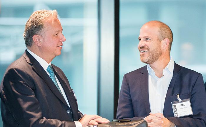 Stefan Janke, Direktor Private Banking bei der Kathrein Privatbank, im Austausch mit Peter Prinz, Senior Private Banker bei der Kathrein Privatbank.