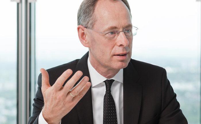 Gustav Holtkemper ist Bereichsvorstand Privat- und Unternehmerkunden Marktregion West bei der Commerzbank.