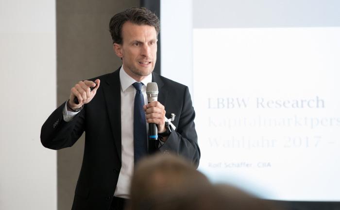 """Rolf Schäffer, Leiter des LBBW-Strategie-Research, bei seinem Vortrag """"100 Tage Trump"""""""