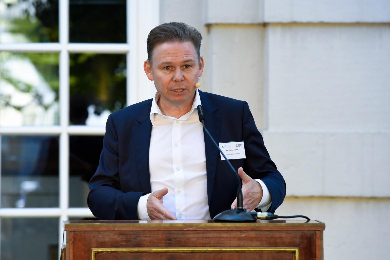 Dr. Torsten Utecht, Finanzvorstand der Zurich-Gruppe Deutschland, erörterte in seinem einstündigen Vortrag das Spannungsfeld von Niedrigzinsen und regulatorischen Herausforderungen aus der Sicht von Versicherungsgesellschaften.
