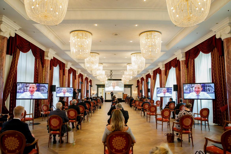 Blick in den Ballsaal von Schloss Bensberg. Aufgrund der Corona-Pandemie hatte der Veranstalter umfangreiche Infektionsschutz- und Hygienemaßnahmen umgesetzt.