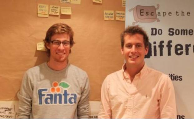 Die Escape-The-City-Jungs Rob Symington (links) und Dom Jackman in ihrem Kellerbüro in London
