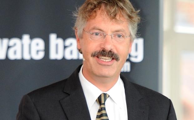 Phillip Vorndran, Flossbach von Storch, warnt vor zinstragenden Papieren und empfiehlt Aktien und Gold.
