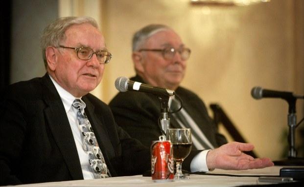 Warren Buffett (links) und Charles Munger, die Macher von Berkshire Hathaway