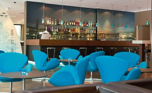 Die Lounge des Hamburger Motel One Hotels | © Motel One