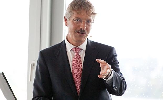 """Vortrags-Video vom private banking kongress Hamburg 2013: Philipp Vorndran: """"Wer nicht das Undenkbare denkt, hat an den Kapitalmärkten schon verloren"""""""