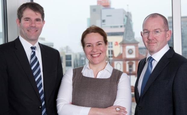 Axel Wünnenberg (links), Andrea Lindlmaier und Michael Denk von Quadoro Doric Real Estate