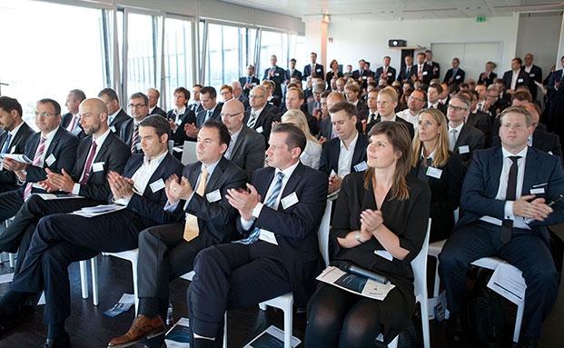 Über den Dächern von Hamburg beim private banking kongress.|© Christian Scholtysik / Patrick Hipp