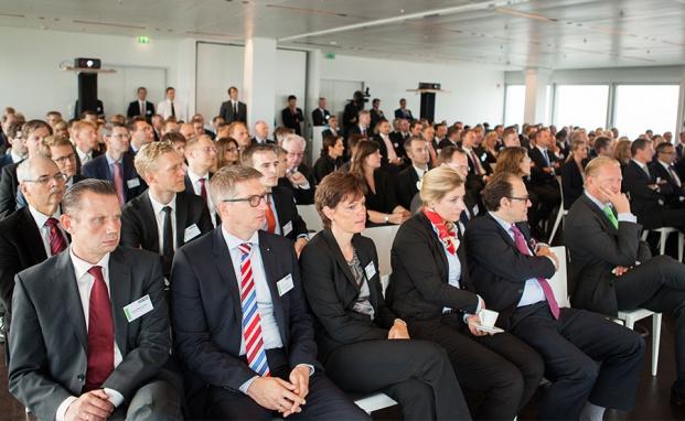 Spannend: Der erste Vortrag auf dem private banking kongress. |© Christian Scholtysik, Patrick Hipp