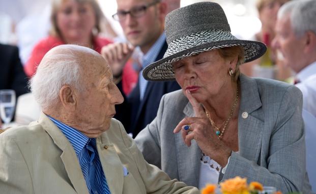Altbundespräsident Walter Scheel und seine Frau Barbara. Um die Vorsorgevollmacht, die Scheel vor drei Jahren zugunsten seiner Frau unterschrieben hat, tobt eine Familienfehde