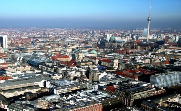 Deutschlands Stadt mit Weltflair: Berlin. Früher eher günstig am Immobilienmarkt, ist dieser in einigen Lagen bereits weit gelaufen|© Fotolia