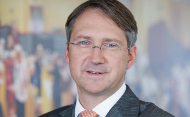 Bert Flossbach,  Gründer und Vorstand von Flossbach von Storch, findet den Schritt der Depotbanken, Strafzinsen von den Publikumsfonds zu nehmen, finanzhistorisch