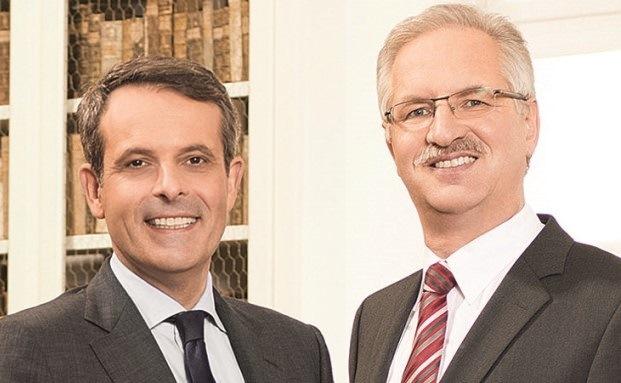 Sebastian Klein (links), Vorsitzender der Fürstlich Castell'schen Bank, mit seinem Vorstandskollegen Klaus Vikuk