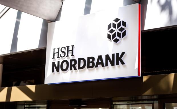 """""""Gut Ding braucht Weile"""" heißt ein Sprichwort: Demnach müsste der Vergütungsbericht der HSH Nordbank spitze sein. Lange ließ sich die Landesbank für den 2013er Report Zeit"""