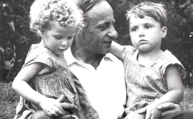 Langfristige Projekt haben oft die größte Wirkung: Der Österreicher Hermann Gmeiner gründet 1949 das erste SOS Kinderdorf. Heute sind es rund 550 und die gemeinnützige Organisation gibt es mittlerweile seit über 50 Jahren