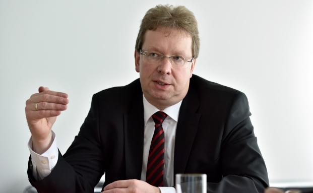 Seit 1999 ist Dieter Lehmann bei der Volkswagenstiftung Mitglied der Geschäftsleitung und Leiter der Vermögensanlage