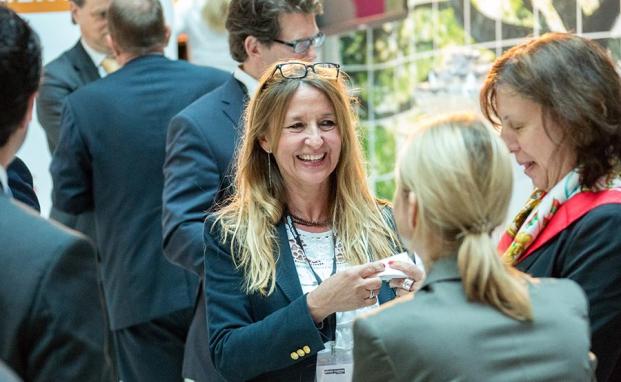 Auf dem private banking kongress 2015 in München haben sich die Gäste wieder bestens untereinander ausgetauscht. Im Bild Renate Lutz vom Münchner Bankhaus Herzogpark|© Fotos: Christian Scholtysik / Patrick Hipp