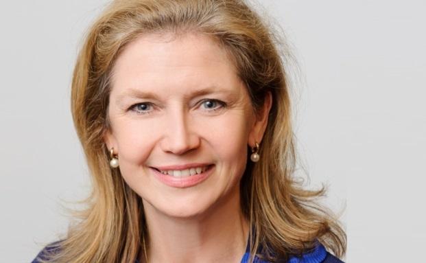 Susan Spinner, Geschäftsführerin der CFA Society Germany, stellt jüngst die neue Umfrage des CFA Institute zum Schattenbankwesen vor