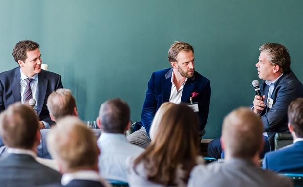 Jonathan Kirby Tibbits mit Nick Sohnemann, Futurecandy, und Malte Dreher, Chefredakteur vom private banking magazin (rechts).|© Kirsten Nijhof