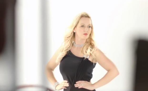 Filialleiterin Lena Kuske tritt auch wieder im neuen Commerzbank-TV-Spot auf|© Commerzbank AG