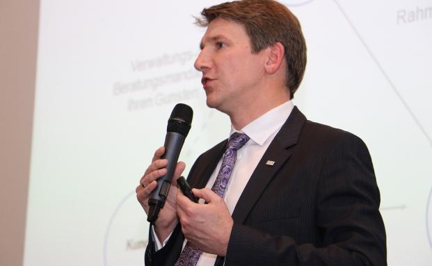 Andreas Grünewald, Vorstandvorsitzender des VuV, bei seiner Eröffnungsrede