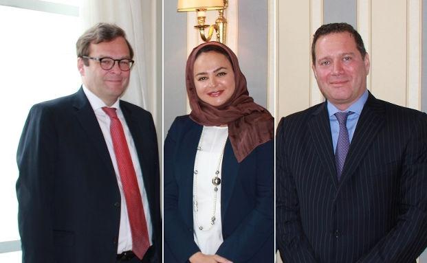 Marcus Vitt (l.), Sprecher des Vorstands von Donner & Reuschel, Sheika Hanadi (M.), Gründerin von Amwal, und Fahmi Alghussein (r.), Geschäftsführer von Amwal