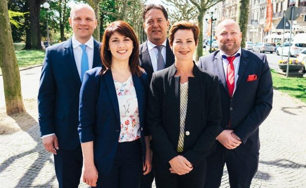 Das Team der Quirin Bank in Wiesbaden: Niederlassungsleiter Sven-Oliver Massar (v.r.), Julia Blaschke, Dietmar Krebs, Assistentin Nancy Guth und Stephan Megnin