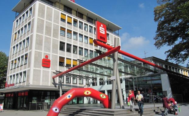 Die Hauptgeschäftstelle der Sparkasse HRV in Velbert|© Von Ticketautomat - Eigenes Werk, CC BY-SA 3.0, https://commons.wikimedia.org/w/index.php?curid=11562940