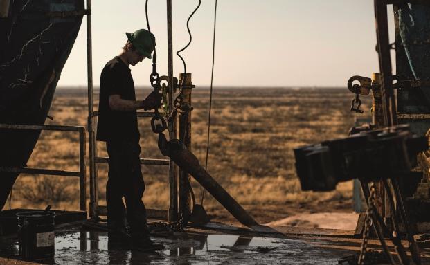 Bohrarbeiten im Permian-Becken in Texas, eines der Hauptfördergebiete für US-amerikanisches Schieferöl. Der gesunkene Ölpreis setzte den Förderunternehmen stark zu, mit Folgen für den Rentenmarkt|© Bloomberg