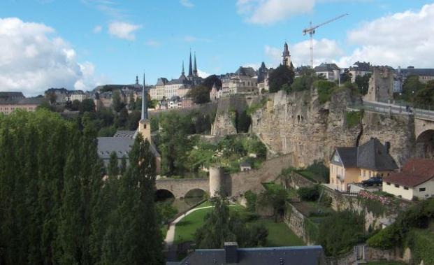 Luxemburg-Stadt: Blick über den Bockfelsen auf die Oberstadt