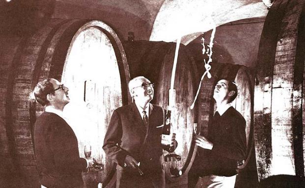 Im Weinkeller der Cantine Ferrari: die zweite Generation der Familie Lunelli – Gino, Bruno und Mauro|© Cantine Ferrari