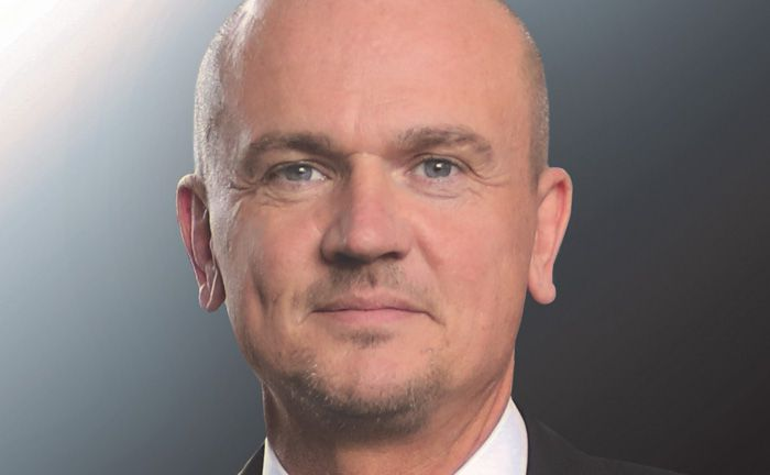 Ist Vorstandsvorsitzender der Deutschen Finance: Thomas Oliver Müller