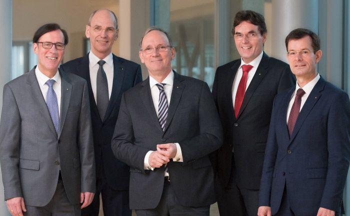 Der Vorstand der Sparkasse Aachen (v.l.n.r.): Wilfried Nellesen, Ralf Wagemann, der scheidende Vorstandschef Hubert Herpers, sein Nachfolger Norbert Laufs und Christian Burmester
