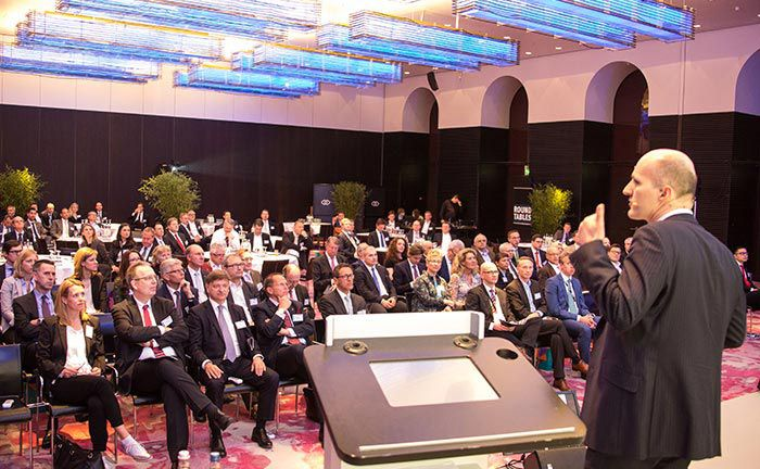 """Stephan Eckhardt von Amundi bei seinem Vortrag zum Thema: """"Angst verleiht Flügel: Volatilität als Anlageklasse"""""""