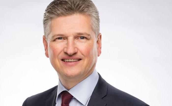 War stellvertretender Leiter der Niederlassung Hannover der Bank J. Safra Sarasin und ist seit April als Kundenbetreuer Private Banking für das Geschäft der Privatbank Julius Bär im Raum Hannover und Niedersachsen verantwortlich: Andreas Wagner