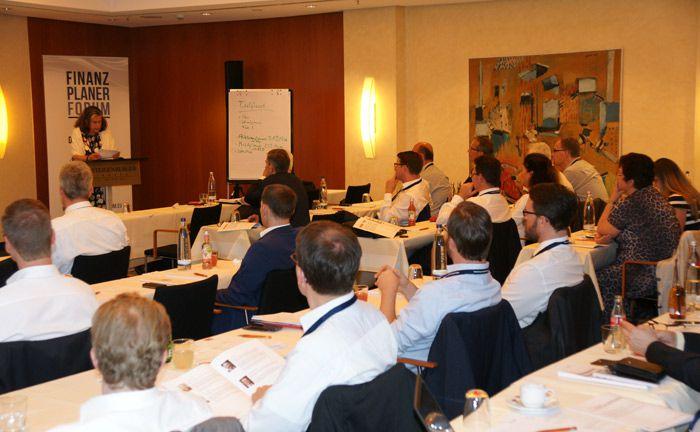 Rund 40 Teilnehmer wohnten am 20. Juni dem 3. Finanzplaner Forum Nord im Steigenberger Hotel in Hamburg bei